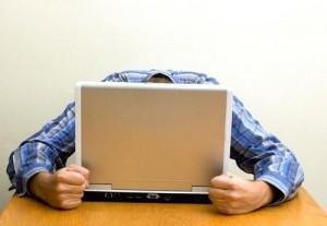 лаптопа не включва